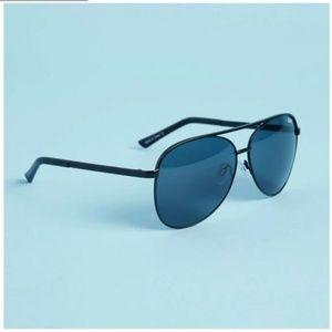 QUAY AUSTRALIA Vivienne Sunglasses in Black/Smoke